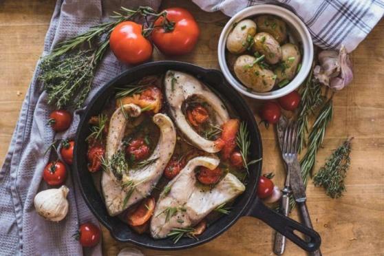 Ryby, brambory, zelenina, ovoce. To jsou základní suroviny našich nápaditých srpnových receptů