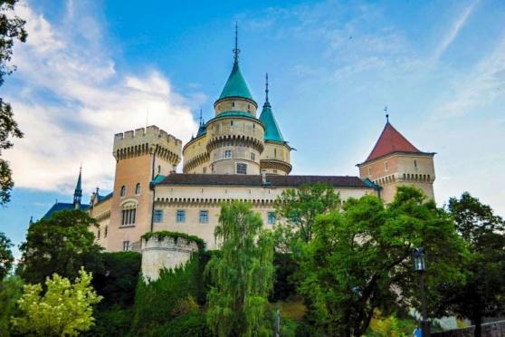 Kraj hradů, zámků a legend, to je Trenčínský kraj